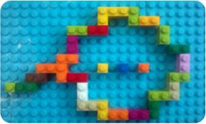 oblaček iz lego kock, ki predstavlja razmišljanje