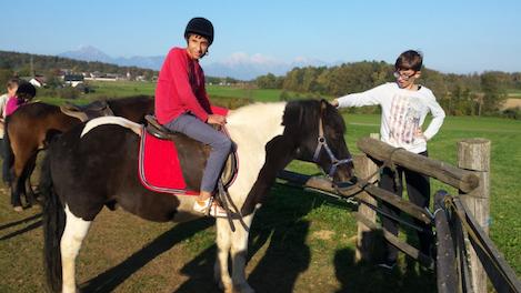 učenec jaha konja