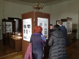 obiskovalci razstave