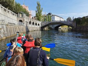 Veslanje po Ljubljanici - pogled na Tromostovje