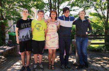 Tim, Tadej, Damijan, Žan z učiteljico Damijano